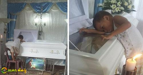 5-Year-Old Boy Hugs Mom's Coffin, Feeling Confused Why She Wouldn't Wake Up or Sleep Beside Him... So Heartbreaking