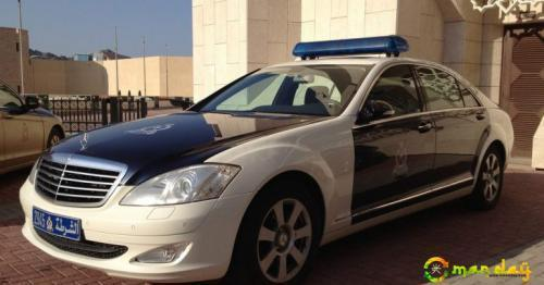 Two Omani citizens arrested for theft, for vandalising cars in Oman