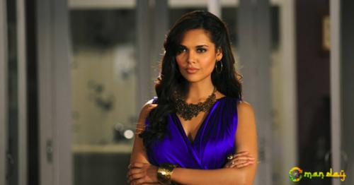 Esha Gupta's Views On The Ongoing Syria Crisis Is Going Viral For All The Right Reasons