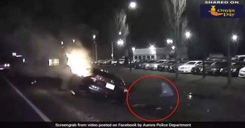 Man saved driver from the burning car. Dramatic moments captured on camera