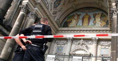 Rampaging man shot by German police at Berlin Cathedral