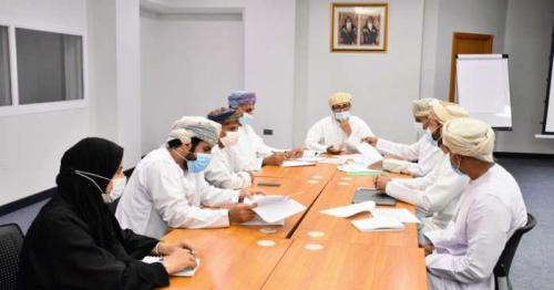 Review meeting on companies to provide computers for low-income students held in Oman