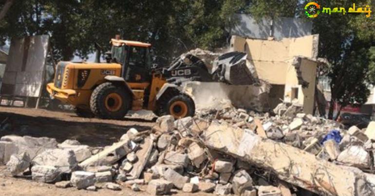 Municipal authorities demolish houses in Muscat