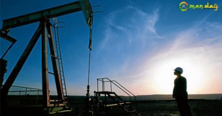 Oil prices fall on weak China factory data, rise in US crude stocks